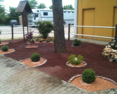 giardino moderno con ghiaietto e lapillo